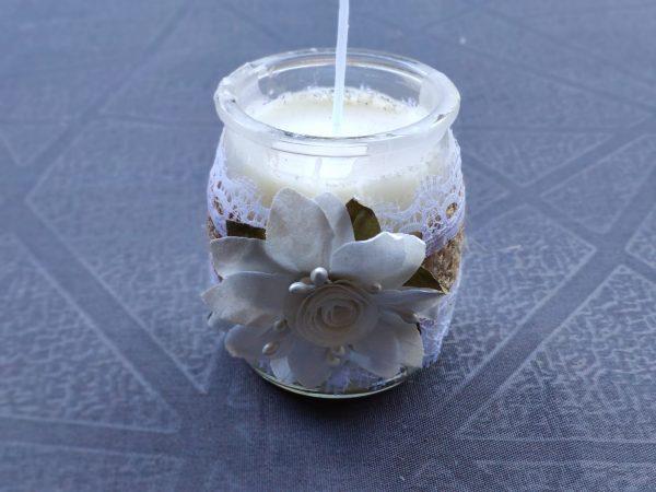 petite bougie fleur blanche